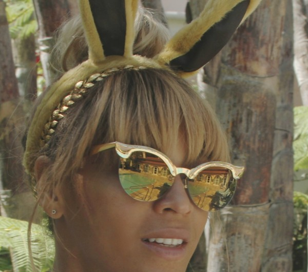Snag-Her-Style- Beyonce-Easter- Sunday-Wildfox- Couture-Crybaby- Deluxe- Sunglasses-8