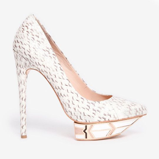 Snag-Her-Style- Jennifer-Lopez-American-Idol- Season-13- H-M Cream-lace-dress-Conscious-Collection-Ivy- Kirzhner-Platform- Pumps-3