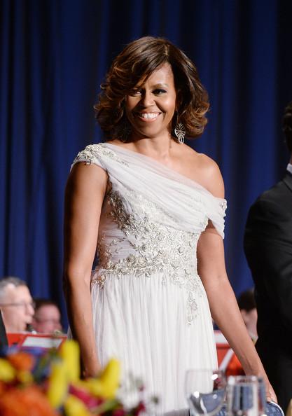 Michelle-Obama-in Marchesa-100th-Annual-White-House-Correspondents-dinner-3