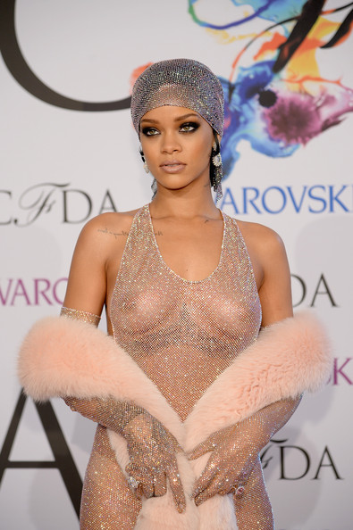 Rihanna-CFDA-Fashion-Awards-2014-4