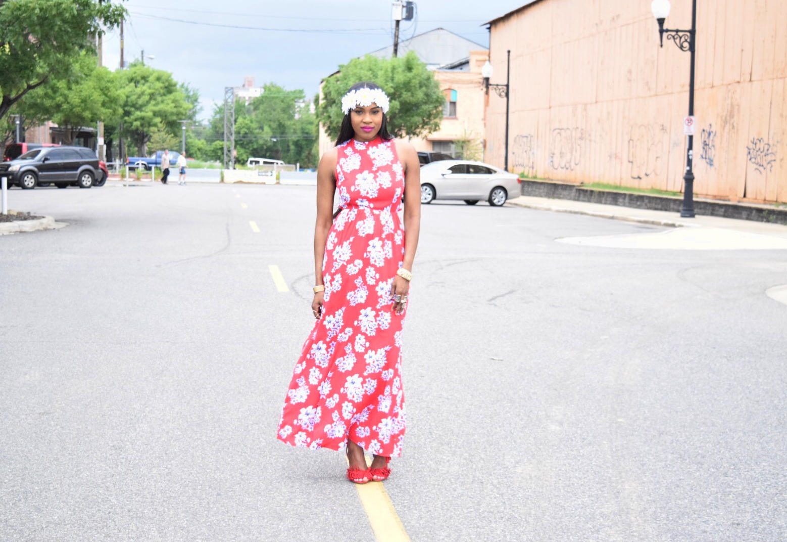Style-files-forever-21-red-maxi-floral-maxi-dress-criss-cross-back-strap-forever21-daisy-headband-red-justfab-fringe-sandals-Boohoo-Zoe-Square-Oversized Ombre-Frame Aviator-sungalsses-Oohlalablog-5
