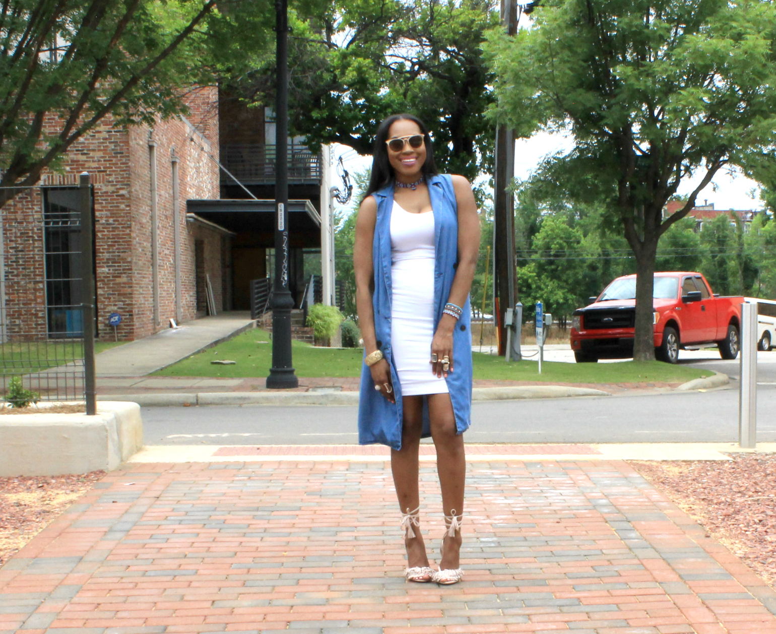 Style-Files-Forever 21- Longline-Chambray Vest-Forever-21-White-Pencil-skirt-Tayrey-Nude-Fringe-Sandals- long- Chambray-vest-oohlalablog-14