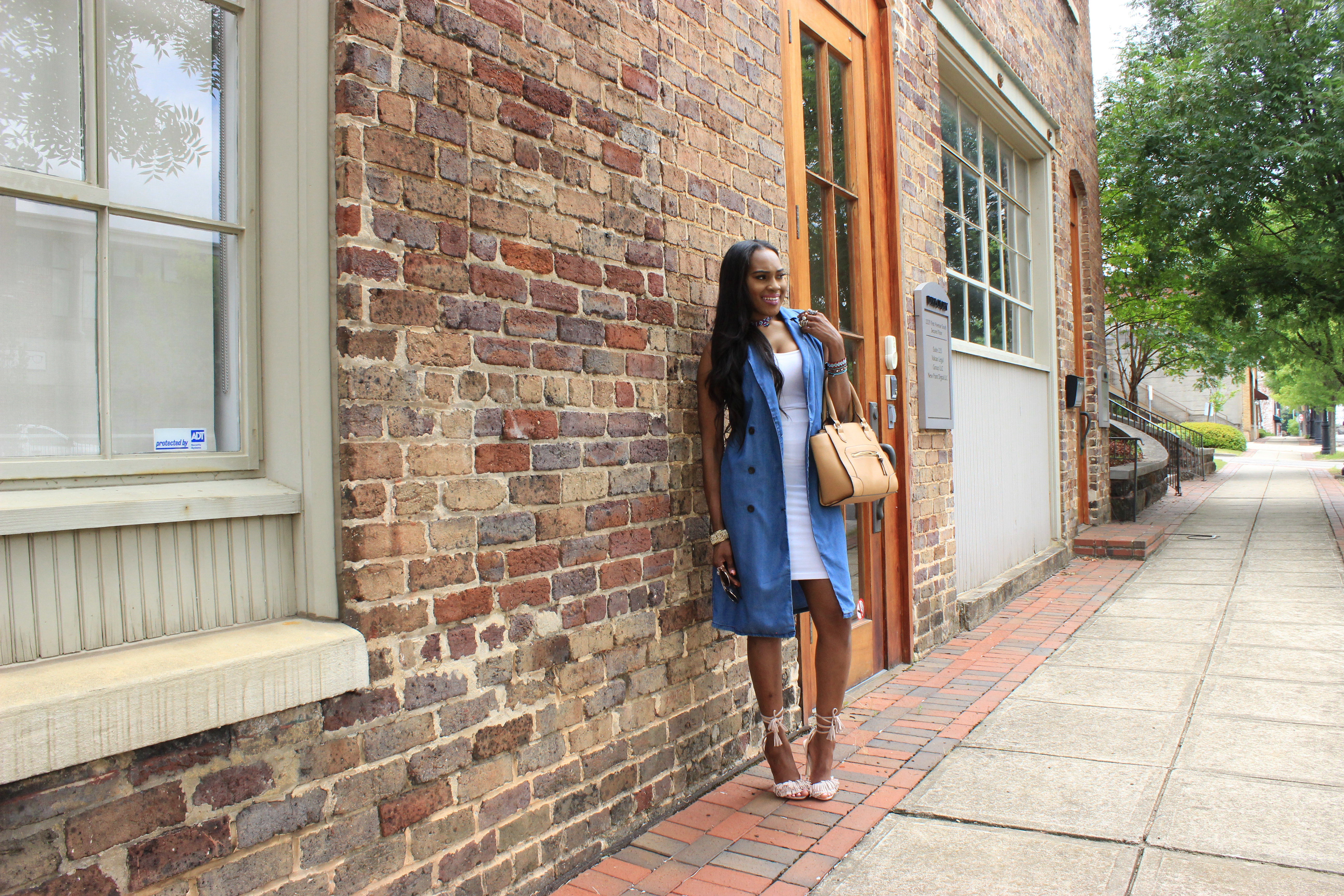 Style-Files-Forever 21- Longline-Chambray Vest-Forever-21-White-Pencil-skirt-Tayrey-Nude-Fringe-Sandals- long- Chambray-vest-oohlalablog-3