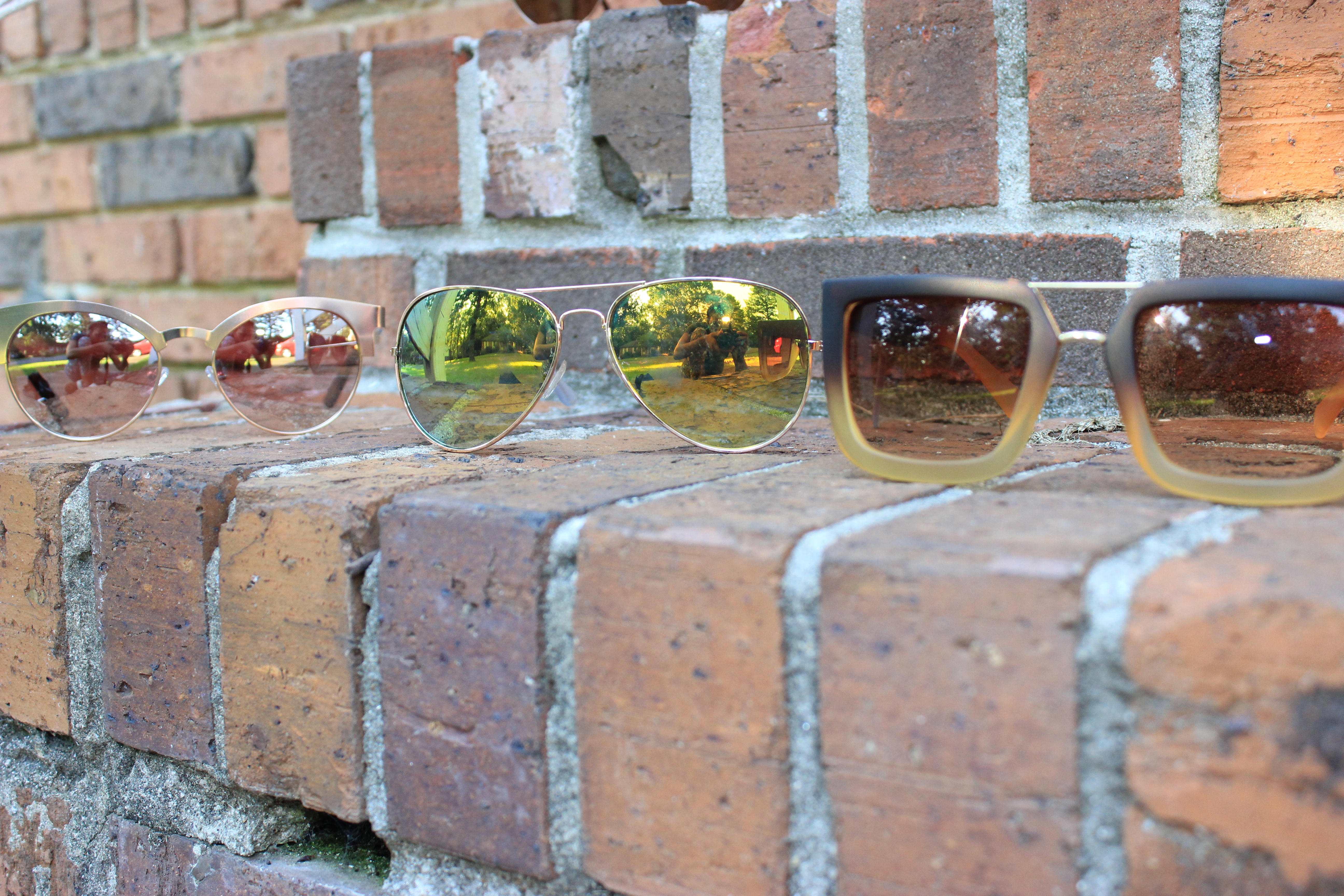 Style-Guide-Summer-Sunglasses-Summer-Sunglass-trends-2016-mirror-tinted-sunglasses-mirrored-ombre-effect-lenses-aviator-trend-2016-cat-eye-frame-sunglasses-2016-round-frame-sunglass-trend-thick-square-frame-sunglasses-Oohlalablog-18