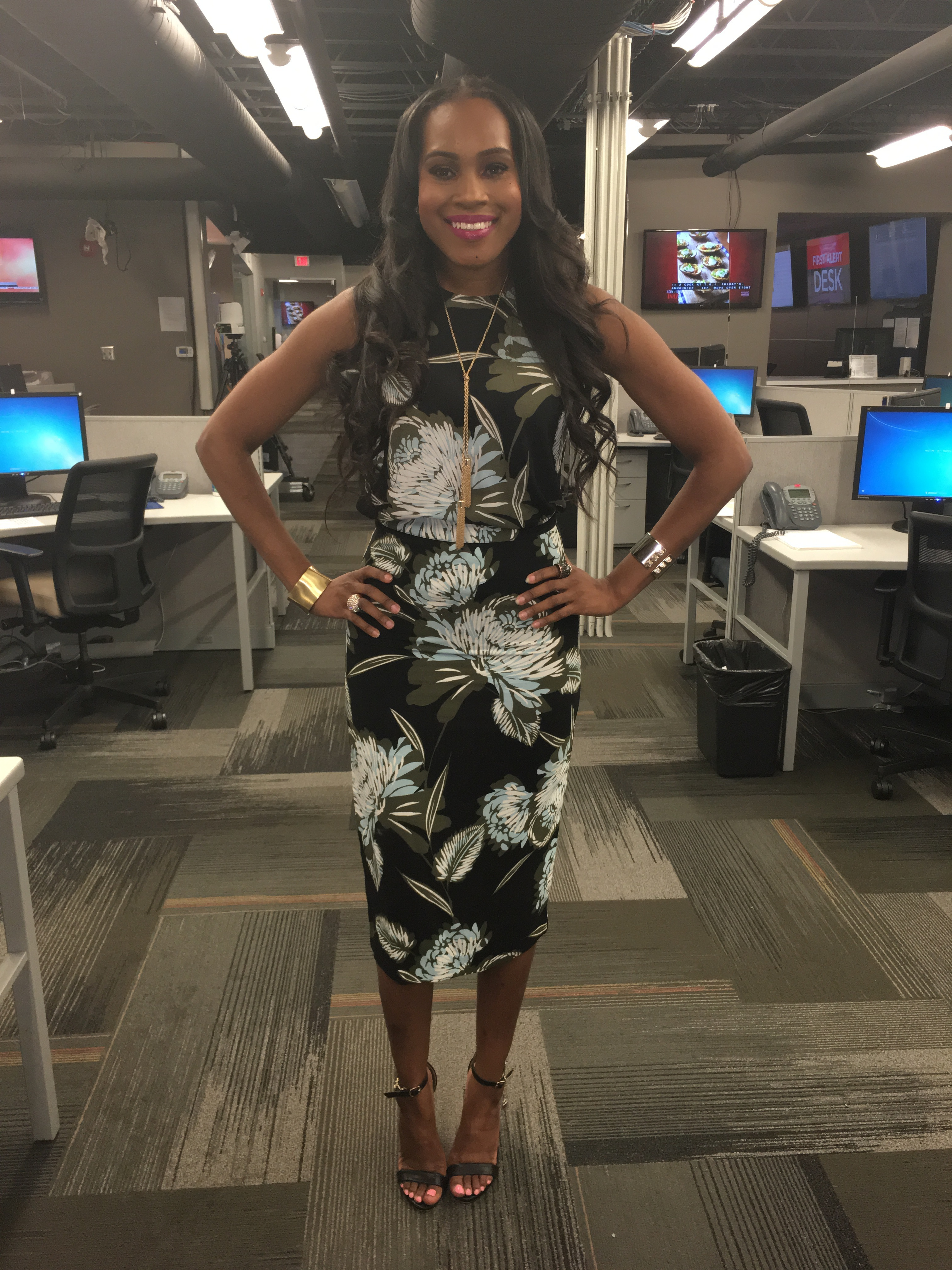 Style-files-who-what-wear-target-collection-black-floral-midi-pencil-skirt-who-what-wear-black-floral-button-back-top-what-to-wear-to-work-tv-news-reporter-fashion-style-oohlalablog-4