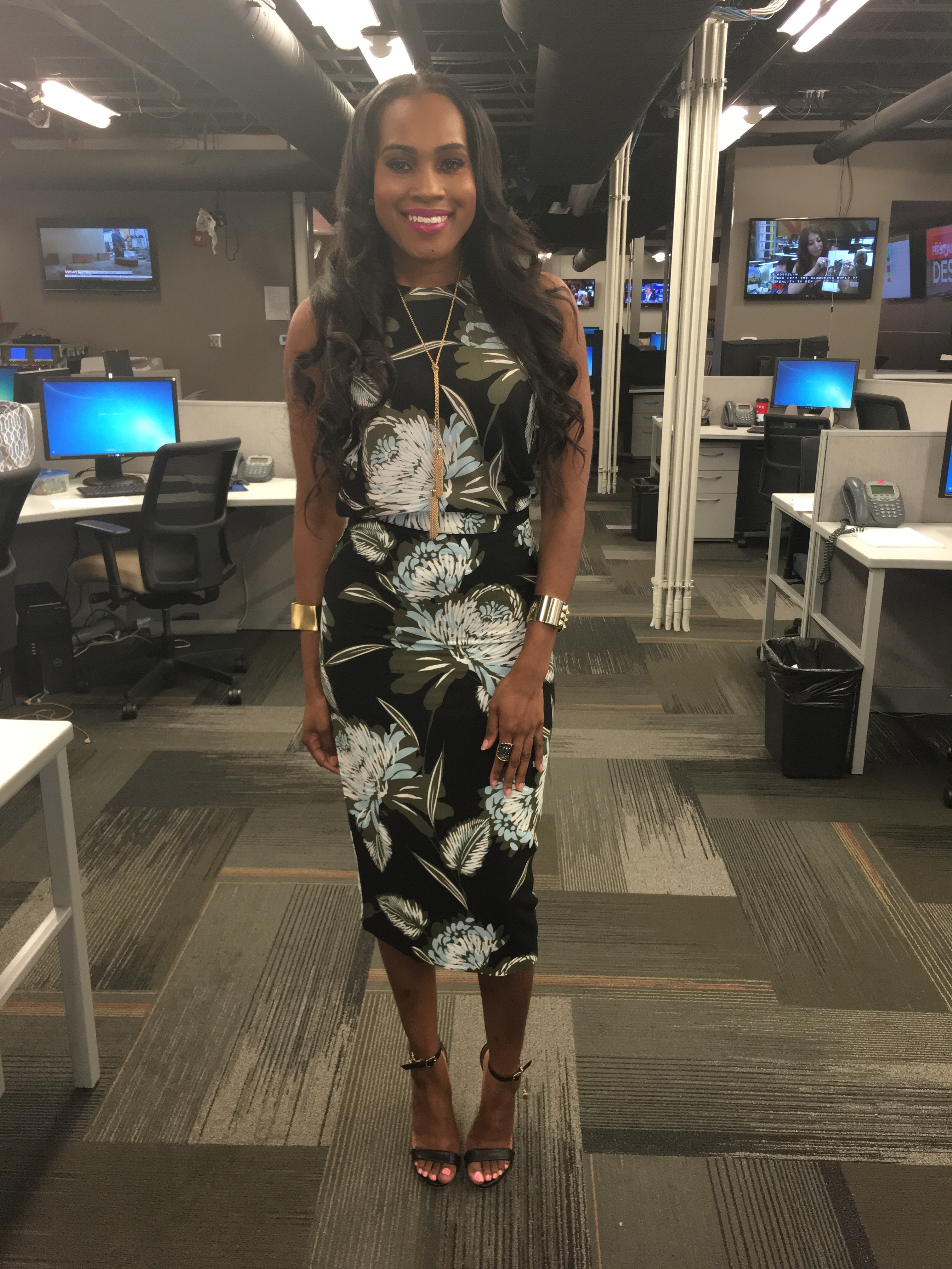 Style-files-who-what-wear-target-collection-black-floral-midi-pencil-skirt-who-what-wear-black-floral-button-back-top-what-to-wear-to-work-tv-news-reporter-fashion-style-oohlalablog-JPG