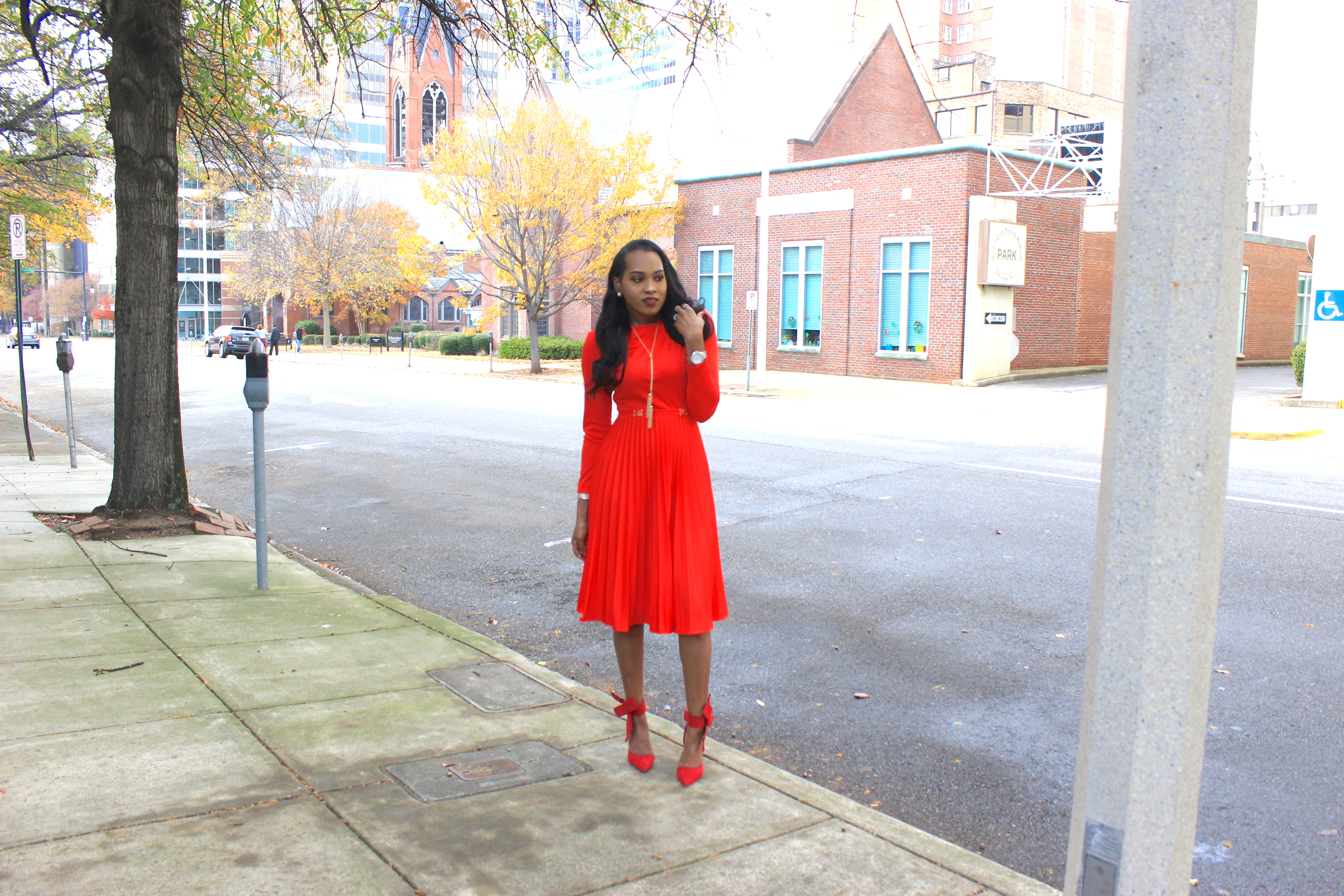 style-files-vintage-carol-craig-red-pleated-dress-just-fab-hadley-red-bow-pumps-INC-faux-fur-stole-oohlalablog-7