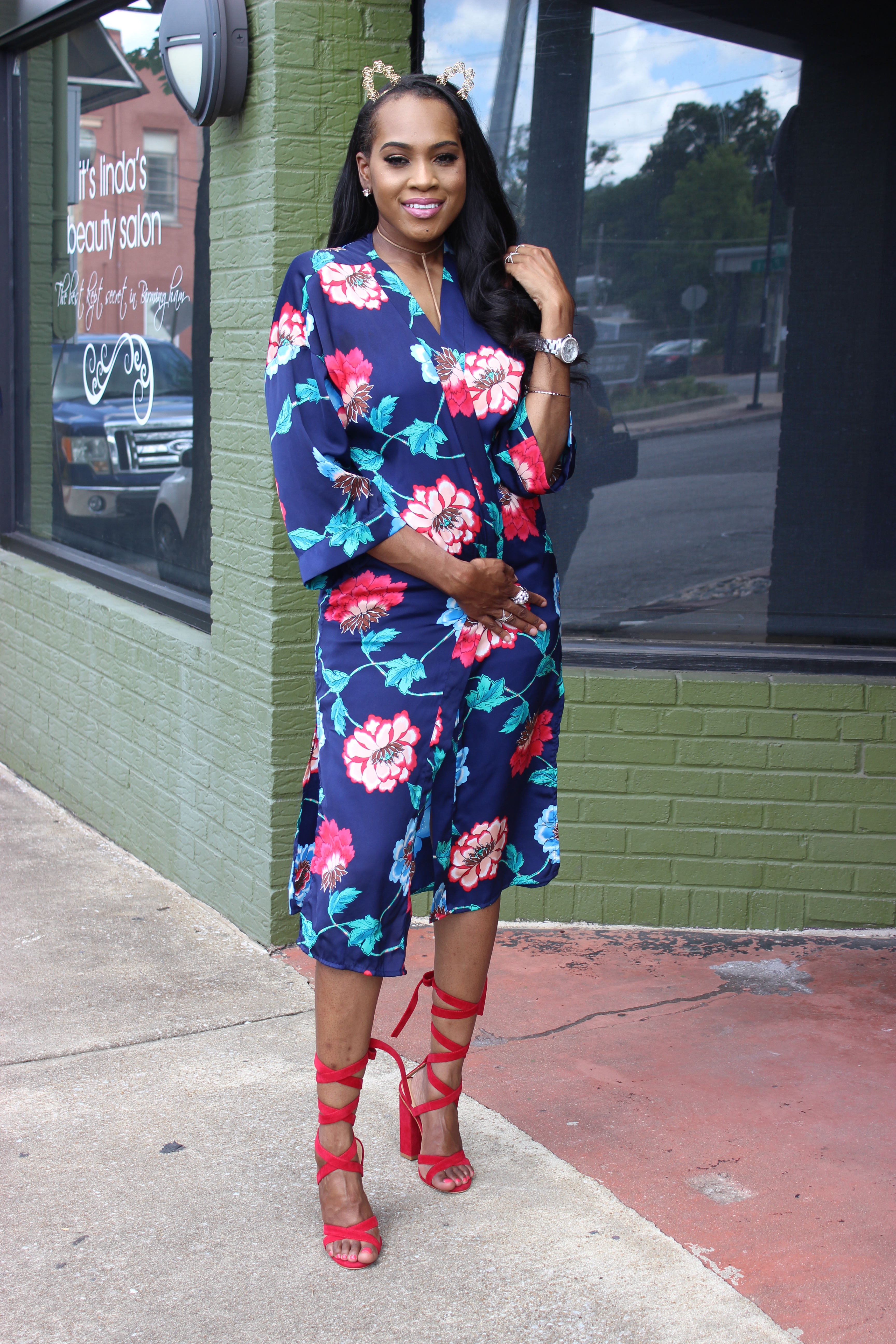Style-files-Forever21-Blue-Ornate-Floral-Print-Kimono- Forever21-blue-shorts-with-side-silver-buckles-red-lace-up-public-desire-block-heels-forever21-white-strappy-backless-bodysuit-how-to-wear-kimono-oohlalablog-